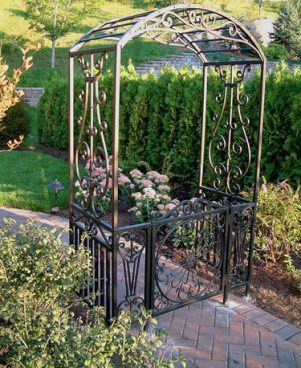 a simple arbor makes a statement