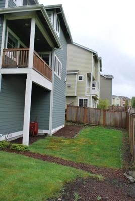 small backyard design low maintenance