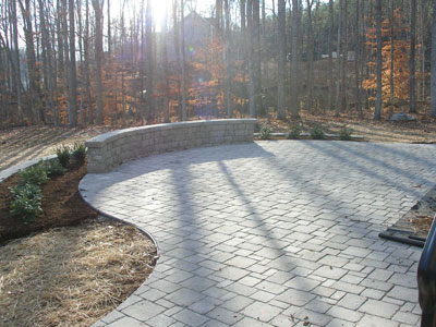 curved paver patio with seatwal